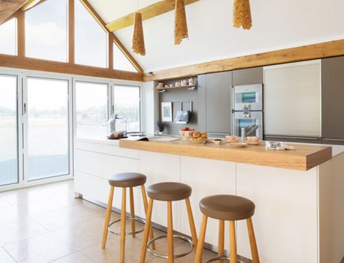 What should kitchen pay attention to when villa decorates design?